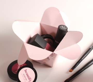 Caja maquillaje cierre flor