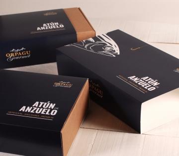 Schachtel mit individuellem Band.
