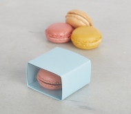 Box for a single macaron