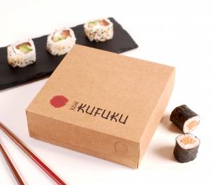 Quadratische Schachtel für gemischtes Sushi