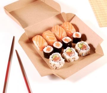 Caja cuadrada sushi variado