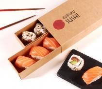 Caja de cartón alargada para sushi con faja
