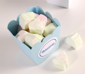 Box with round edges for sweets